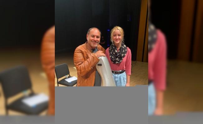 Trakya Üniversitesi öğrencisi Dikbıyık, viyolonsel sanatçısı Gary Hoffman'ın eğitimine katıldı
