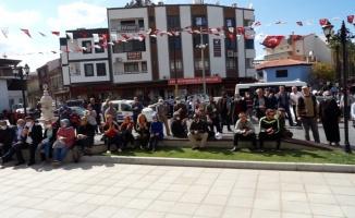 Türk halk müziğine gönül veren emekliler, sokak konserleriyle dinleyiciyle buluşuyor