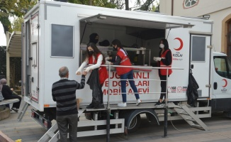 Türk Kızılay Sakarya Şubesinden vatandaşlara lokma ikramı