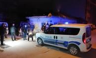 Bursada uyuşturucu maddeyi evin çatısına atıp kaçmaya çalışan şüpheliler yakalandı