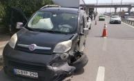 Gebze'de kamyonetle çarpışan hafif ticari aracın sürücüsü yaralandı