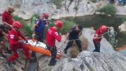 Ballıkayalar'da doğa yürüyüşünde kayalıklardan düşen kadın kurtarıldı