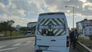 Gebze'de servis minibüsü ile otomobilin çarpıştığı kazada bir kişi yaralandı